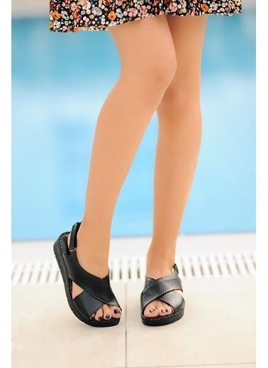 Pembe Potin A104-20 Kadın Sandalet Siyah